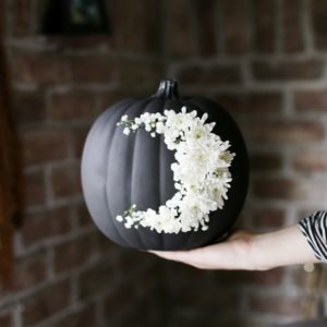 diy-fresh-floral-moon-pumpkin