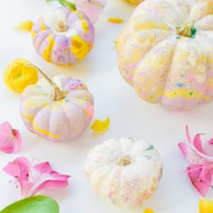 diy-marbled-pumpkins