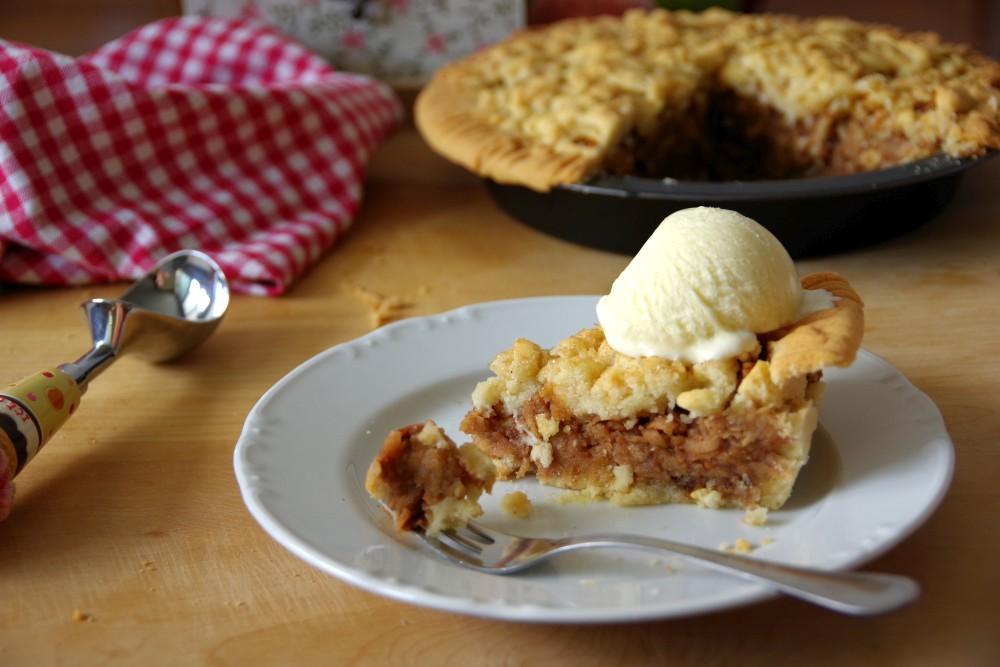 homemade-apple-pie-detail